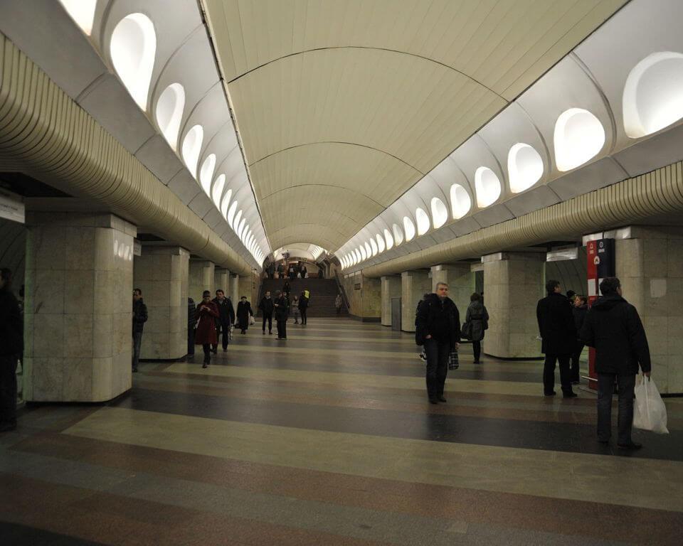 Фото северного выхода на улицу метро маяковского